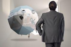 Samengesteld beeld van zakenman met hand op heup Royalty-vrije Stock Foto's