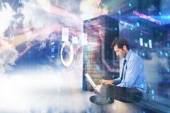 Samengesteld beeld van zakenmanzitting op vloer die aan 3d laptop werken Stock Foto's