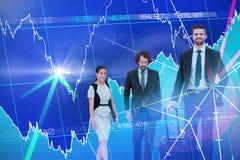 Samengesteld beeld van zekere bedrijfsmensen die tegen witte achtergrond lopen royalty-vrije stock afbeeldingen