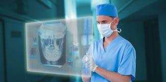 Samengesteld beeld van zekere chirurg chirurgisch masker dragen en 3d handschoenen die Stock Foto