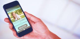 Samengesteld 3d beeld die van de hand van de vrouw zwarte smartphone houden Royalty-vrije Stock Fotografie