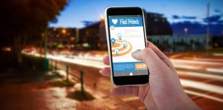 Samengesteld 3d beeld van bebouwde hand die mobiele telefoon met behulp van Royalty-vrije Stock Foto