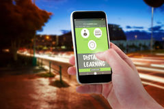 Samengesteld 3d beeld van bebouwde hand die mobiele telefoon met behulp van Stock Afbeeldingen
