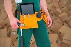 Samengesteld 3d beeld van bouwvakker die hulpmiddelenriem dragen Stock Foto