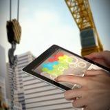 Samengesteld 3d beeld van close-up die van onderneemster digitale tablet houden Royalty-vrije Stock Afbeeldingen