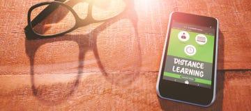 Samengesteld 3d beeld van computer grafisch beeld van online onderwijsinterface op het scherm Royalty-vrije Stock Fotografie