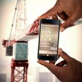 Samengesteld 3d beeld van dichte omhooggaand van hand die mobiele telefoon houden Stock Foto