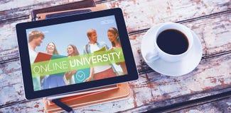 Samengesteld 3d beeld van glimlachende studenten bij universiteit Royalty-vrije Stock Afbeeldingen