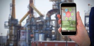 Samengesteld 3d beeld van medio sectie die van onderneemster mobiele telefoon houden Stock Fotografie