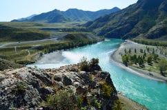 Samenloop van Chui en Katun in de herfst, Berg Altai royalty-vrije stock afbeeldingen