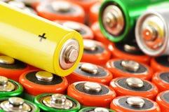 Samenstelling met alkalische batterijen. Chemisch afval Stock Afbeelding