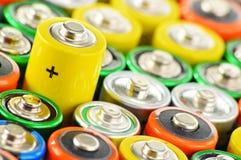 Samenstelling met alkalische batterijen Chemisch afval Stock Afbeelding