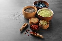 Samenstelling met assortiment van superfoodproducten Royalty-vrije Stock Foto's