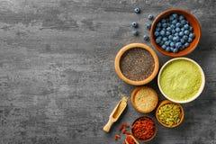 Samenstelling met assortiment van superfoodproducten Royalty-vrije Stock Afbeeldingen