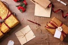 Samenstelling met de mooie dozen van de Kerstmisgift Stock Afbeeldingen