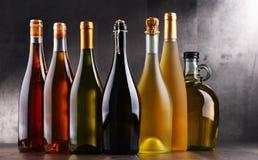Samenstelling met flessen verschillende soorten wijn Stock Afbeelding