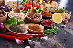 Samenstelling met geassorteerde natuurvoedingproducten op de lijst Royalty-vrije Stock Fotografie