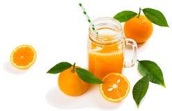 Samenstelling met jus d'orange en vruchten Stock Foto's