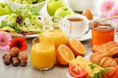 Samenstelling met ontbijt op de lijst Balnceddieet Royalty-vrije Stock Foto's