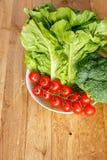 Samenstelling met rauwe groenten Stock Afbeeldingen