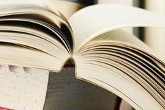 Samenstelling met stapels boeken Stock Afbeelding