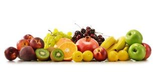 Samenstelling met verscheidenheid van verse vruchten Uitgebalanceerd dieet Stock Foto