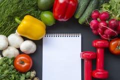 Samenstelling met verschillende verse organische vruchten en groenten, Royalty-vrije Stock Afbeeldingen