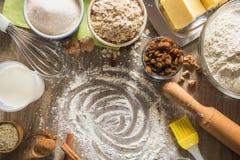 Samenstelling van bakselingrediënten voor havermeelkoekjes royalty-vrije stock fotografie