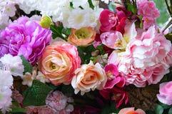 Samenstelling van bloemenrozen, pioenen en lelies royalty-vrije stock foto's