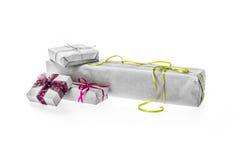 Samenstelling van de dozen van de Kerstmisgift die op wit wordt geïsoleerd Stock Foto