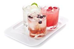 Samenstelling van de drie varianten van alcoholische cocktails Royalty-vrije Stock Fotografie