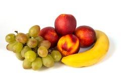 Samenstelling van diverse vruchten op witte achtergrond stock fotografie