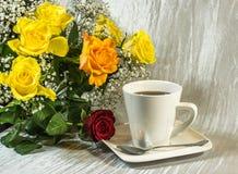 Samenstelling van een kop van koffie Royalty-vrije Stock Foto's