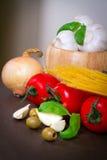 Samenstelling van Italiaanse voedselingrediënten Stock Fotografie