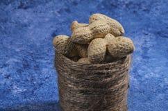 Samenstelling van pinda's die olie dienen te maken, pindakaas Groot voor gezonde en dieetvoeding Concept van: droge specerijen, stock afbeeldingen