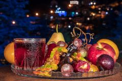 Samenstelling van stilleven met fruit en churchkhela stock fotografie