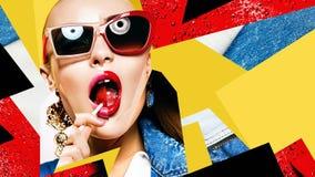 Samenstelling van vrouwen in zonnebril met rode lolly royalty-vrije stock afbeelding