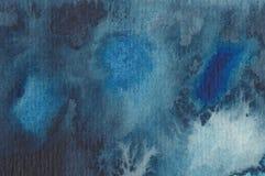 Samenvatting die watercolour in blauw schildert Stock Afbeeldingen