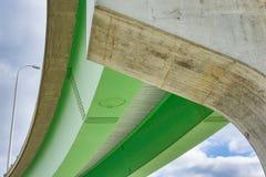Samenvatting onder de Weg met Groen Structureel Staal Royalty-vrije Stock Afbeeldingen