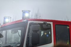 112.911, samenvatting, ongeval, alarm, alarm, brigade, brandwond, auto, communautaire stad, schoon, bemanning, gevaar, afdeling,  royalty-vrije stock fotografie