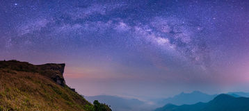 Samenvatting vaag landschap met Melkachtige de Nachthemel van de maniermelkweg Stock Afbeelding