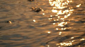 Samenvatting vage achtergrond van zonsondergang met het overzees stock footage