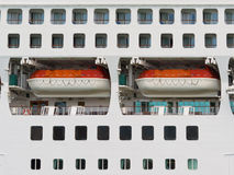 Samenvatting van reddingsboten op een groot cruiseschip Stock Foto's