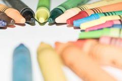 Samenvatting van verschillende kleuren van kleurpotloden in een cirkelvorm royalty-vrije stock foto's