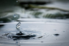Samenvatting van Waterdalingen en Rimpelingen Royalty-vrije Stock Foto