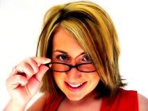 Samenvatting - Vrouw die over glazen kijkt Stock Afbeeldingen