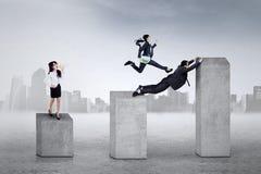 Samenwerking van leider en werknemers Stock Foto's