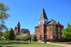 Samford Hall och Hargis Hall på det kastanjebruna universitetet Arkivbilder