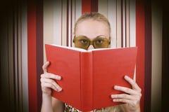samica czytanie książki Zdjęcie Royalty Free