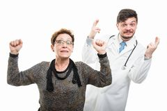 Samiec doktorska i żeńscy starsi cierpliwi mienie palce krzyżujący zdjęcie stock